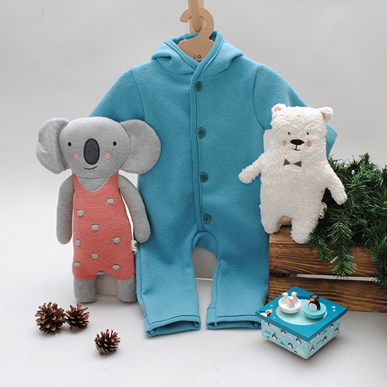 Babybekleidung und Spielzeug